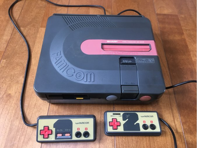 Sharp Twin Famicom negra