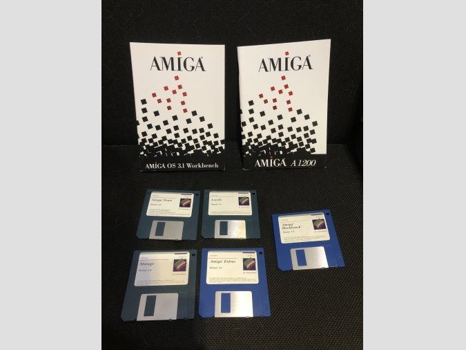 commodore Amiga OS 3.0 y libros 3.1